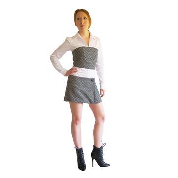 חליפת צמר שחור ולבן, חצאית מיני וחולצת סטרפלס