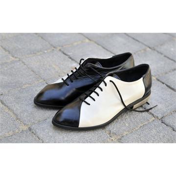 נעל עור שחור לבן - מידות 33 - 45