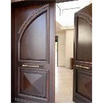 דלת כניסה סופט מייפל עם קשתות ופיתוחים