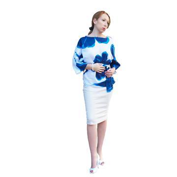חולצת כותנה עם פרחים כחולים