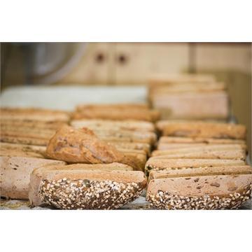 לחם מחמצת בעבודת יד - 100 אחוז כוסמין