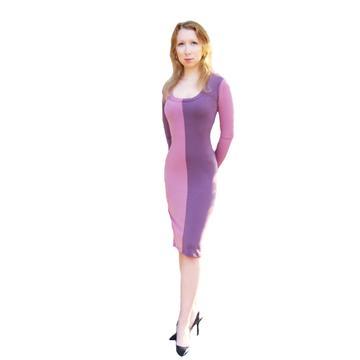 שמלה סגולה עם שרוולים ארוכים