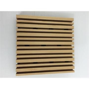 תקרה אקוסטית מעץ בצבע טבעי בריווח גבוה